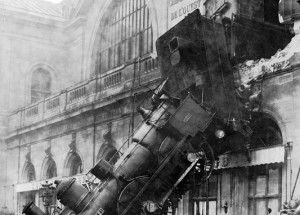 train-wreck-67775_640